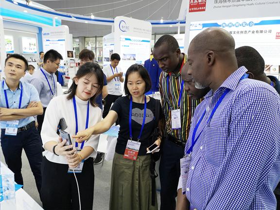 小源科技作为粤港澳大湾区创新标杆企业,代表珠海亮相21世纪海上丝绸之路国际博览会
